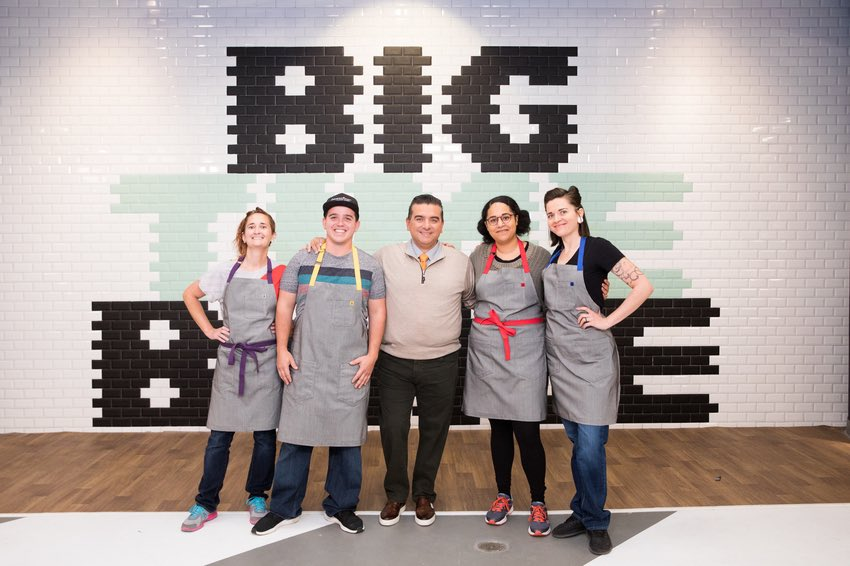 KEEP CALM and have a CUPCAKE 🧁 who's ready for tonight's brand new episode of Big Time Bake @FoodNetwork 9/8C  I'm mesmerized by all the sweet talent, wait to you see it for yourself! #BigTimeBake #BuddyValastro #cakes #cupcakes #cookies #bakerslife #bakers https://t.co/kG7RF275LK