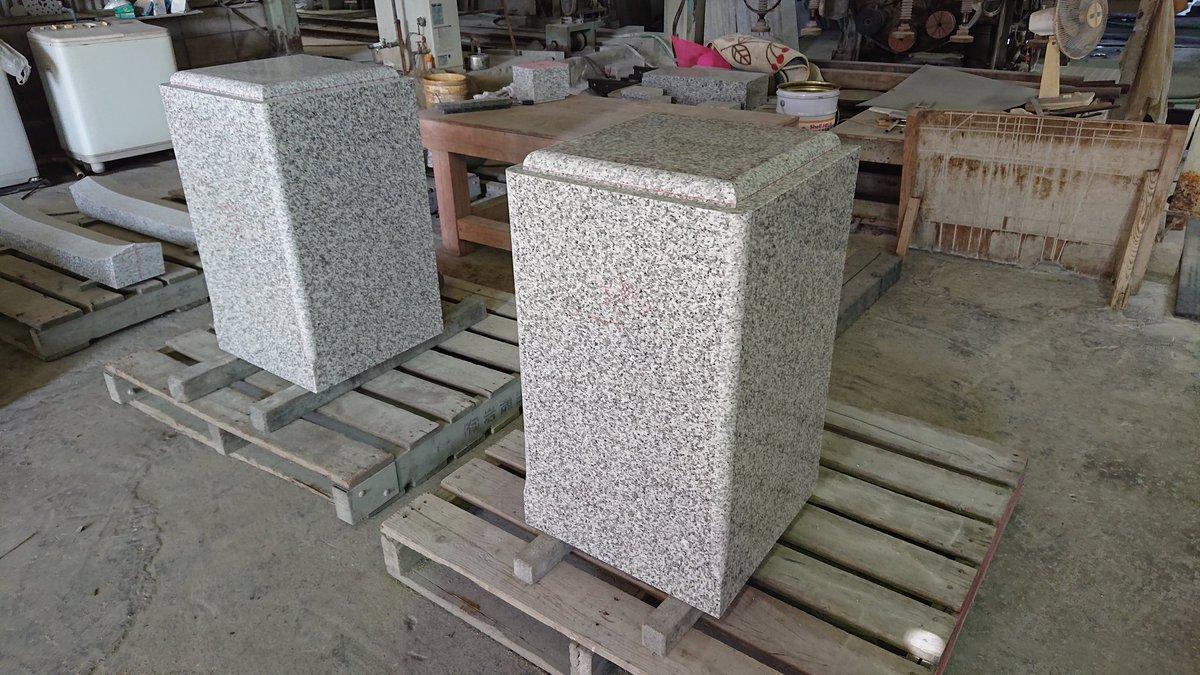 どーん、と大きいお墓の柱。稲田石っていう茨城県産のブランド石なんですよ。