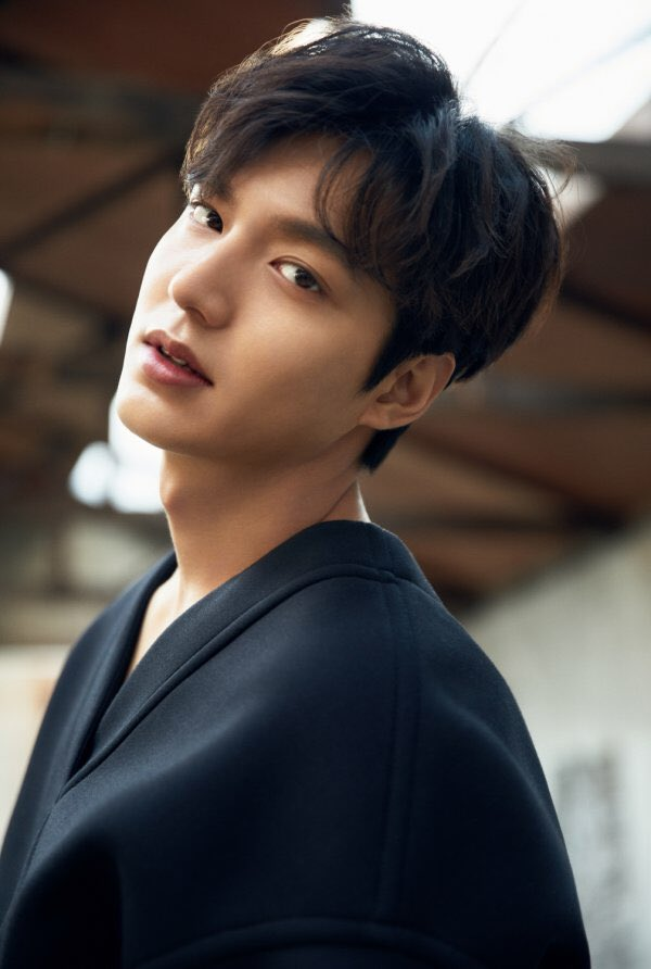 #LeeMinHo is currently the most followed korean actor on social media such as facebook, instagram, weibo and twitter, still showed a strong korean wave influence. — https://t.co/93fu8iW0Nv https://t.co/AMhdkWrcMl