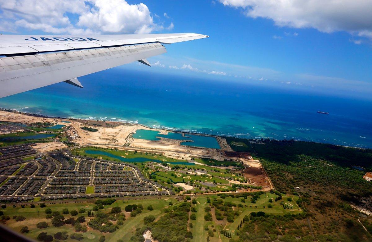 【ANA機窓写真】 南の島の空が恋しくて🏝️ (Photo:@HululuPhoto) いつかの空旅へ✈️ ⇒ana.ms/2MBUwKN 機窓からの風景は「#ソラマニ_マドカラ」をつけて投稿してね🌟ANAの各メディアでご紹介していきます❣