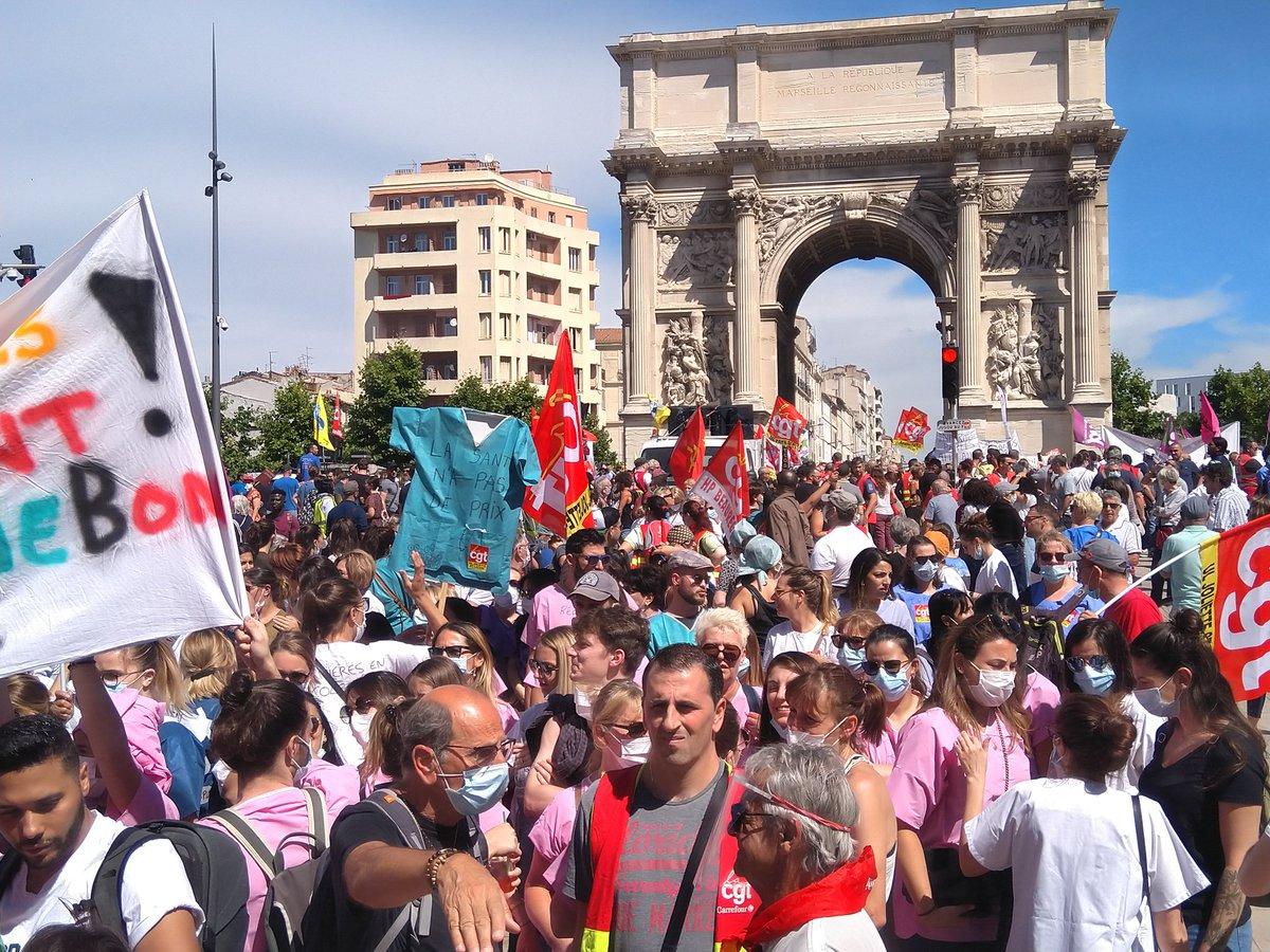 Nouvelles - DIRECT. Les soignants manifestent partout en France pour demander plus de moyens après l'épidémie de coronavirus