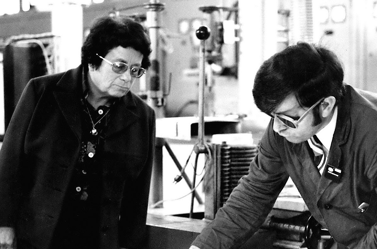 #Happybirthday Marga Faulstich! 105 years ago, one of our historic #glasslovers was born. She was our first #femaleleader and a true science #pioneer. Be it binoculars, lenses or sunglasses – many of her inventions are relevant until today. https://t.co/clXNRiFD8L
