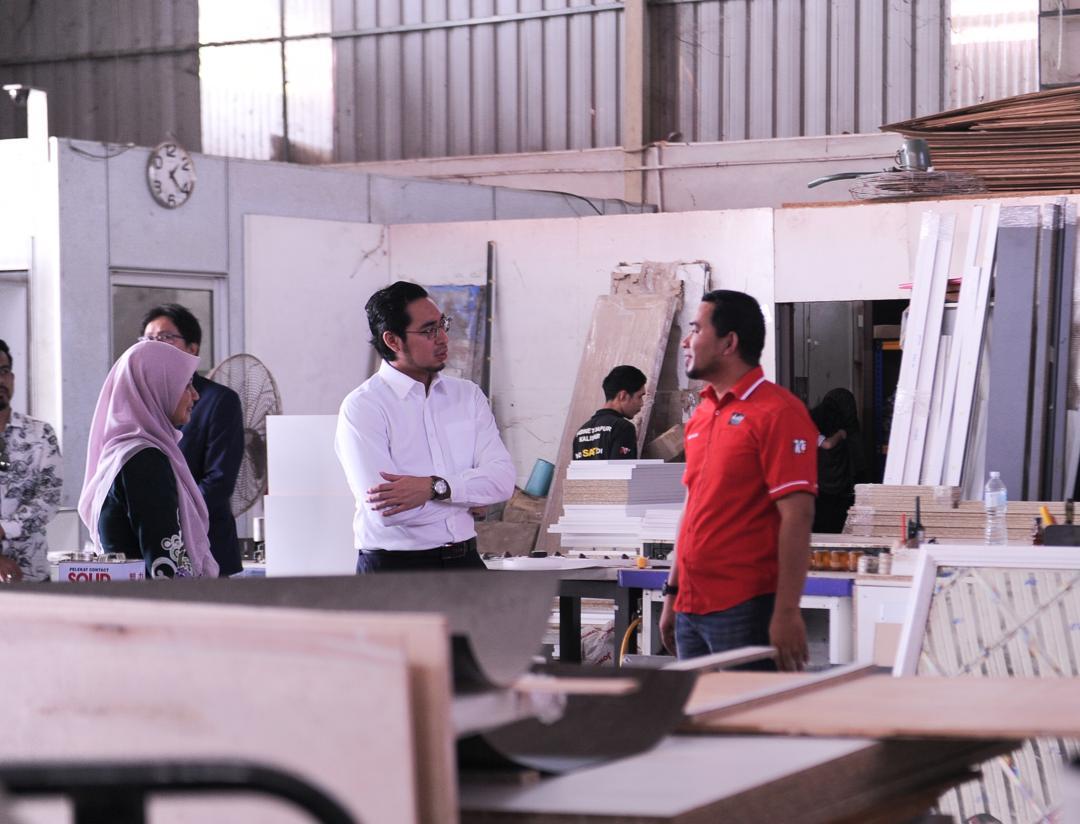 Wan Ahmad Fayhsal On Twitter Perniagaan Beliau Bermula Secara Kecil Kecilan Sebagai Kits Kitchen Enterprise Selama 8 Tahun Perniagaan Ini Kemudiannya Diperbadankan Pada Tahun 2016 Sebagai N Alumake Sdn Bhd Kabinet Dapur Kelantan 2