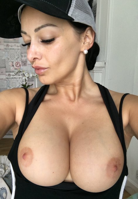 2 pic. Happy T Tuesday guys☺️😘 https://t.co/sotyVM2DmB