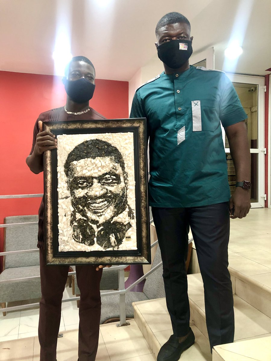So @NPlatinumart brought me a novel mosaic portrait made from 100% rocks. This other picture of Kofi Annan was made with beads.   I just checked his twitter and his only tweet was to thank me. Please RETWEET this so the world sees his talent and order his products too 0266592940 https://t.co/wqa4LsFaEB