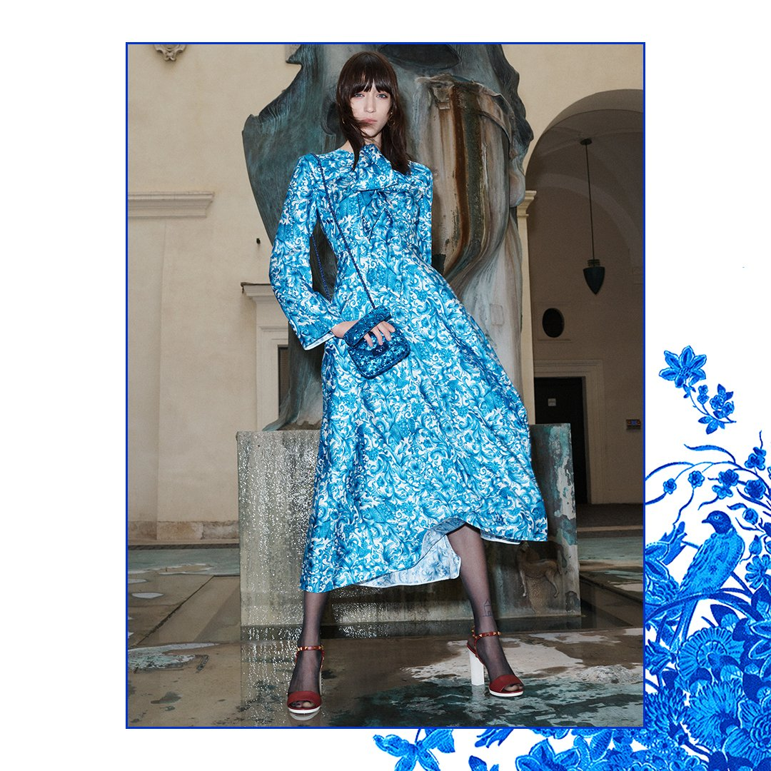For #ValentinoBluegrace, navy blue motifs historically used in Dutch pottery decorate dresses in tulle, crêpe de chine and brocade from the #ValentinoFall20 collection. Styled with the Valentino Garavani #MicroRockstudSpike bag in blue. Discover the collection at the link in bio