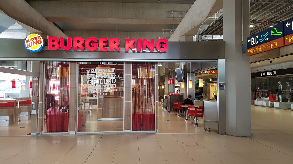 Immer mehr Shops und Restaurants in unseren Terminals öffnen wieder, zum Beispiel Burger King täglich von 10 bis 18 Uhr.   Weitere aktuelle Öffnungszeiten: https://t.co/C5cRM0UP4m  Hinweise zu Corona-Schutzmaßnahmen: https://t.co/3VKkHMe93N https://t.co/uzcipkBWGv