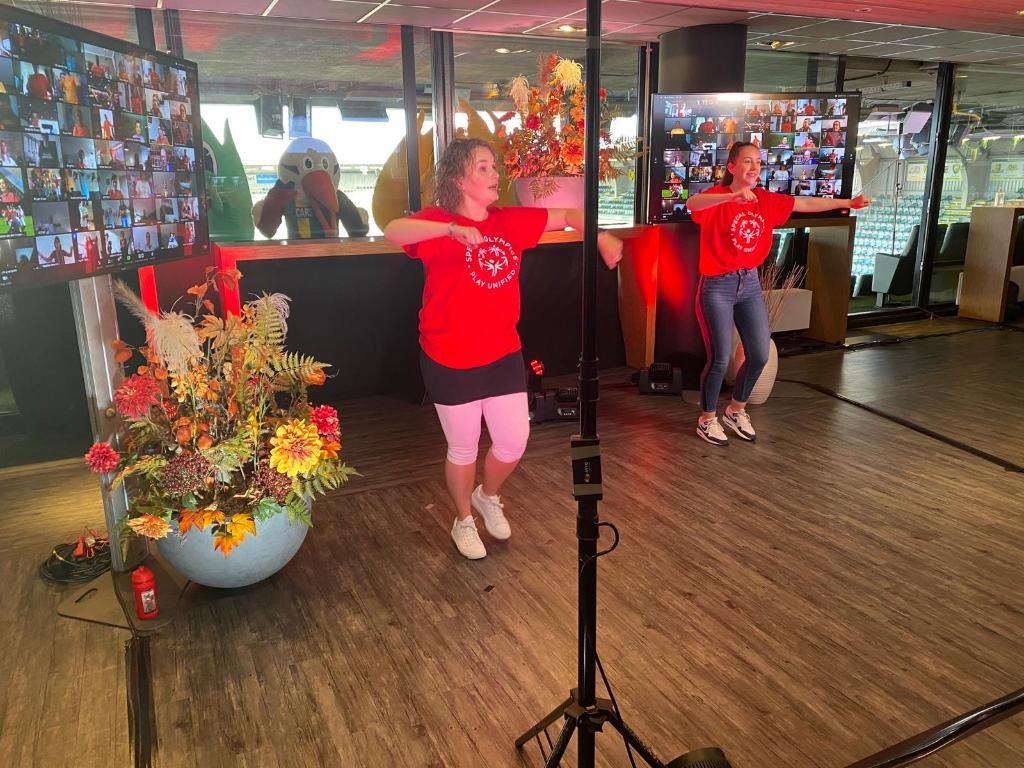 Coca-Cola en @SO_NL werken al jarenlang intensief samen aan het creëren van geluk met een focus op sociale inclusie. Afgelopen vrijdag was de kick-off van de allereerste officiële Special Olympics Online Spelen; #UnifiedMoves! Meer weten? Lees: https://t.co/eMRySlyPBR https://t.co/Xey20UUUpU
