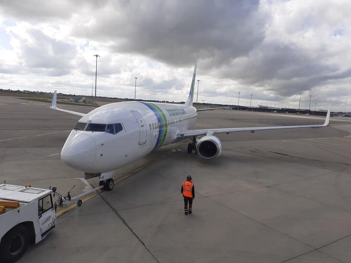 Les équipes Lyon Aéroport et @transavia sont ravies de s'être retrouvées hier pour le 1er vol de la cie au départ de Lyon depuis le Terminal 2, direction Porto. + d'info sur la reprise des vols https://t.co/5X0qQAudnm #TeamLyonAeroport #TeamTransavia #VINCIAirports #revoirlemonde https://t.co/2nDRuLxhA3