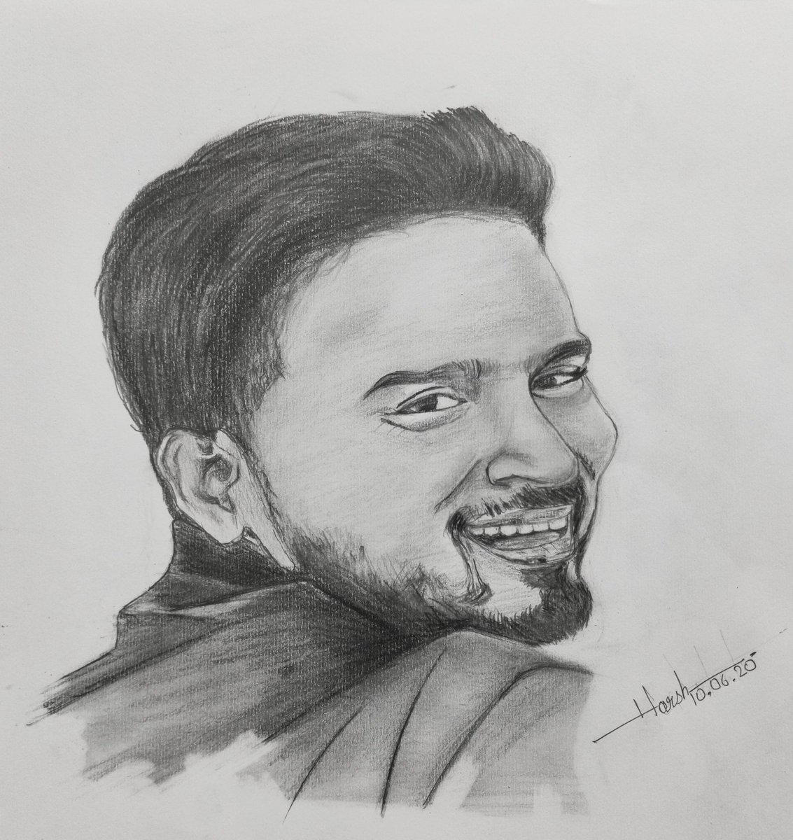 Realistic portrait of @iAmitBhadana  hope you love it.  Mention him guys. #YouTuber #amitbhadana #desi #portrait #sketch #realistic #graphiteonpaper #sketchart  @usetty @ArtVansar @AnitaKasabe @dnhartists @IndiaArtHistory @SrBachchan @AmitbhadanaArmy @ItsAmitbhadanapic.twitter.com/cYMZWavT9E
