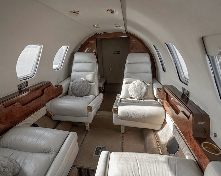 This is the inside of one of our beautiful planes 819KR! We have a limited time offer we're you can get your jet card for only $2500! If you want to fly luxury, Rennia is the place for you! Go check out our page and call to get a quote today!✈️ renniaaviation.com