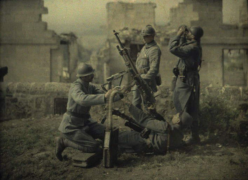 """I've been asked a few times this week whether I would tweet a """"before & after"""" comparison of my colour-restoration work on the First World War autochromes. So (just for you) here's one I made earlier ❤️ https://t.co/kdrX5gZ33n"""