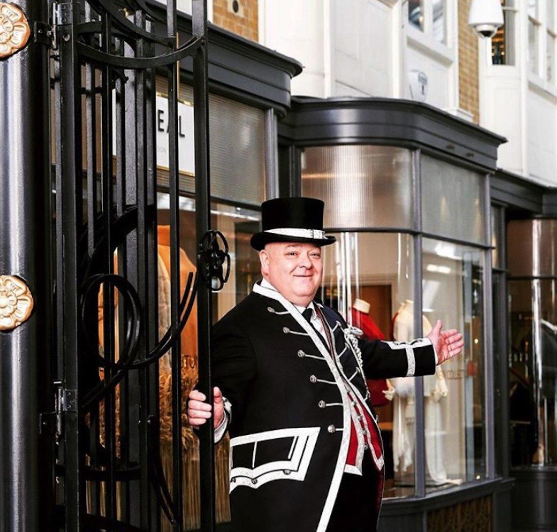 We're so pleased to see that the wonderful Burlington Arcade has reopened it's doors again [📸 @burlingtonarcade] https://t.co/Tyu5EAlUgR