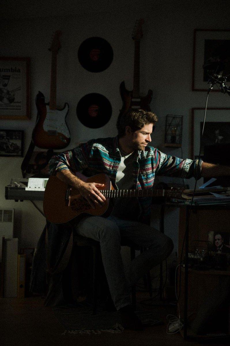 N'ayant pas accès au studio d'enregistrement j'ai profité du confinement pour réaliser un projet seul chez moi... 🙏🏻 👉🏻première partie disponible le 19/6/20 #silverlining https://t.co/zoWhVMkwto