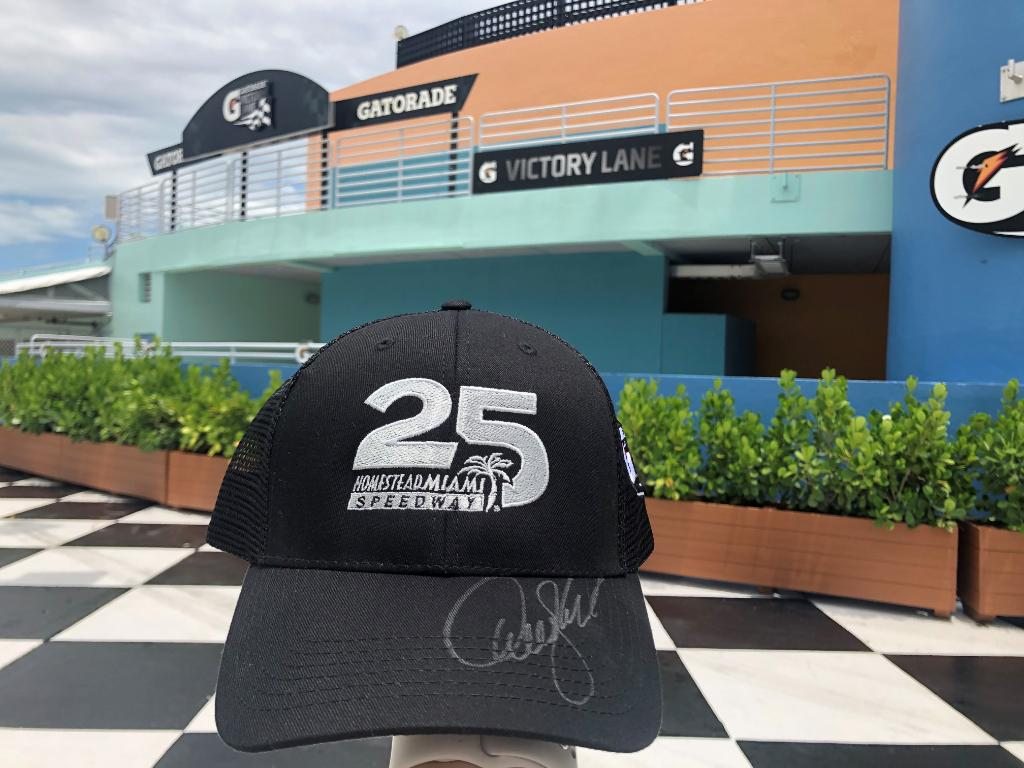 Heres your chance to win a signed @DennyHamlin #HomesteadMiami25 hat from the #DixieVodka400! 🚨 RETWEET and FOLLOW to be entered to WIN 🚨 Winner will be contacted Wednesday at 4:00 pm.