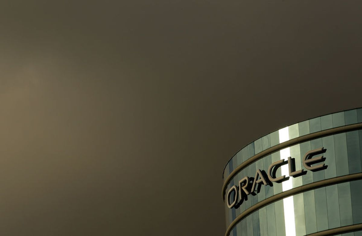 Oracle misses revenue estimates on delayed sales orders