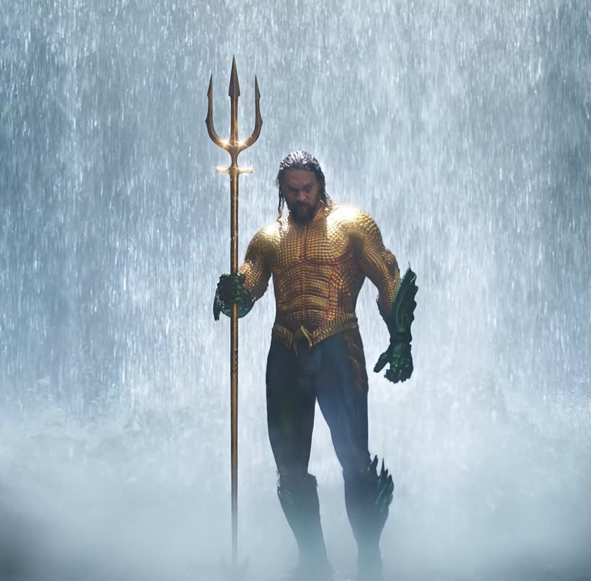 One variant of @FortniteGame Aquaman could look similar to this, image is from the movie immediately after Arthur Curry claims the trident and is proven to be the true King of Atlantis.  @StonewallTabor https://t.co/nsqIbyfNIU