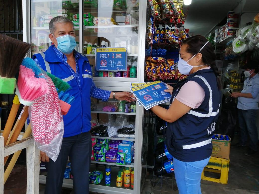 #GobernaciónCotopaxi #JefaturaPangua Socializamos y colocamos sellos #LocalSeguro en los establecimientos de categoría 6 en la parroquia #Moraspungo medida de prevención contra el covid-19 #QuedateEnCasa #Por un #CotopaxiMásJusto @Gober_Cotopaxi @Presidencia_Ec @MinGobiernoEc https://t.co/G9XekjSwE9