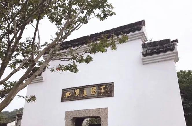 Liuxia, a thousand-year-old ancient town in the west of the Hangzhou, which was firstly selected as the place to establish the capital in the South of Song Dynasty. Now, the old street is full of living atmosphere and quietness. Besides, you can experience the modern fashion. https://t.co/WreW92DSzX