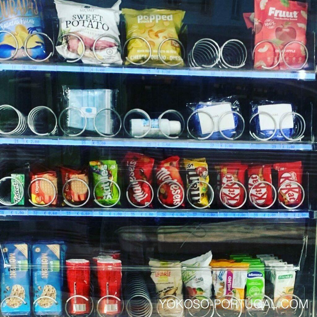 test ツイッターメディア - リスボンの駅にある自動販売機では、マスク、消毒液、ゴム手袋が購入できます。 #リスボン #ポルトガル https://t.co/G2Ptay4UXk