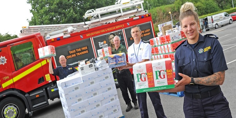 🫖 A nice cup of tea brings a bit of calm so we're thrilled @UnileverUKI has donated ONE MILLION teabags to Wirral's emergency food operation 👏  Bringing brews to 61 care homes has been a huge partnership: thanks to @Jewson & Birkenhead Fire crews 👏  ➡️ https://t.co/t6HbNjmS1d https://t.co/r8zreLlIG9