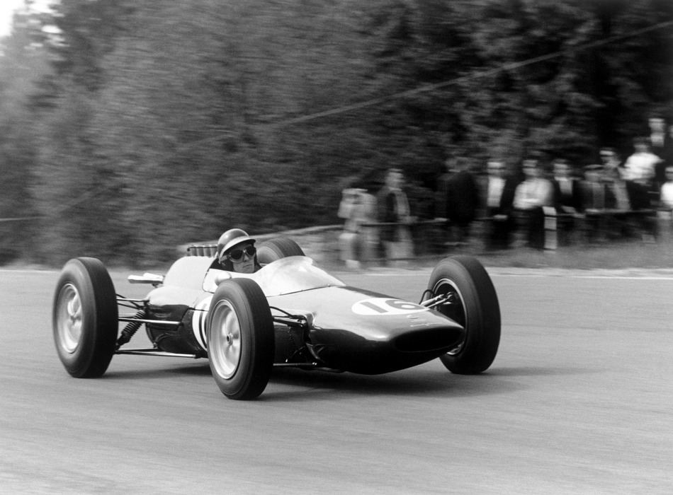 #OnThisDay 17 June 1962 Jim Clark   Won his first ever #F1 race win at the Belgian Grand Prix @circuitspa. The beginning of an era with Clark & Chapman dominating F1 and #Lotus 25, 33, 49 revolutionising F1 car design that everyone else would follow.   https://t.co/ndFjl5fD32 https://t.co/qX7PLdb7XV