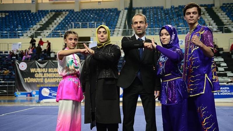 Wushu Federasyonu Başkanı'nın kızı turnuvaya hem hakem hem sporcu olarak katıldı; annesinin de hakemliğiyle şampiyon oldu! https://t.co/aGQ2TyiIqn https://t.co/EU7SkLVXoE