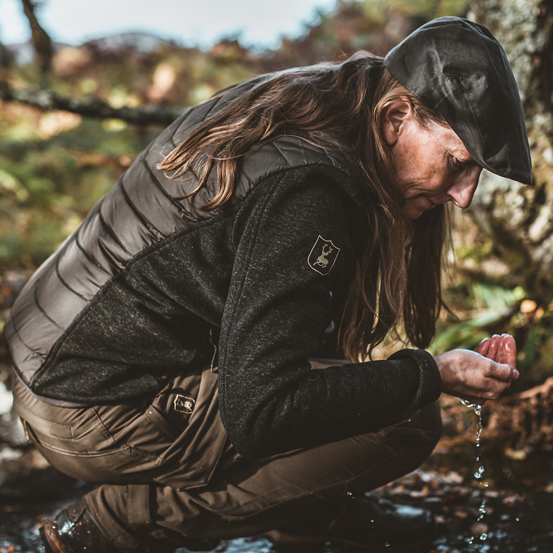 The beautiful Lady Caroline jacket is both smart and practical. The knitted panels on the sleeves and at the sides make this jacket comfortable to wear and ensure plenty of freedom of movement. Perfect for outdoor activities  https://t.co/dJgciYkPVU  #Deerhunter #outdoorclothing https://t.co/F49qMtRz7y