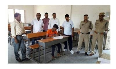 Only one student, K Pranay, attended exam Huzurabad, Karimnagar district. SSC Hindi supplementary exam was held on #3June An invigilator, a Superintendent, an official from the education department, two constables, a clerk, a health worker, an attendant & two flying squads paid. https://t.co/rtCiUnaOLe