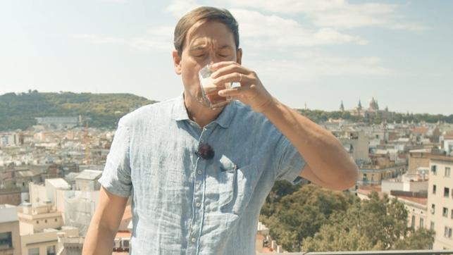 VÍDEO |Un sencillo truco para hacer un café con hielo con un bote de garbanzos https://t.co/IgYy425Jds En @ConsumoClaro https://t.co/JjStL7FjhO