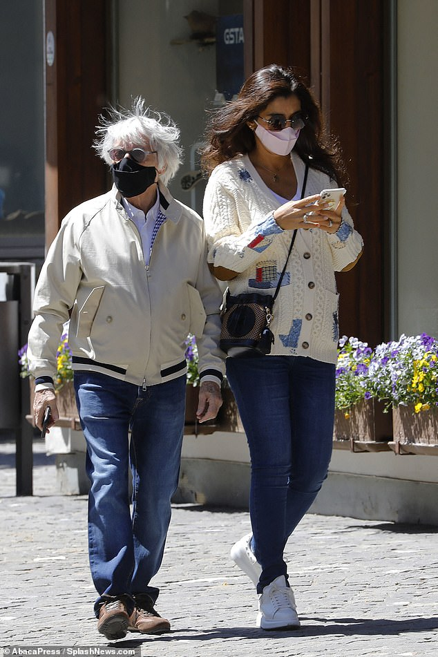 Bernie Ecclestone, 89 & pregnant wife Fabiana Flosi, 44, seen for the 1st time since announcing they will welcome baby boy: https://www.dailymail.co.uk/tvshowbiz/article-8367315/Bernie-Ecclestone-89-pregnant-wife-Fabiana-Flosi-44-stroll-hand-hand.html…  #pregnancynews #pregnancyover40 #pregnantover40 #momover40 #latermotherhood #geriatricpregnancy #infertilityjourney #infertilitypic.twitter.com/8kXYEW4Kj6
