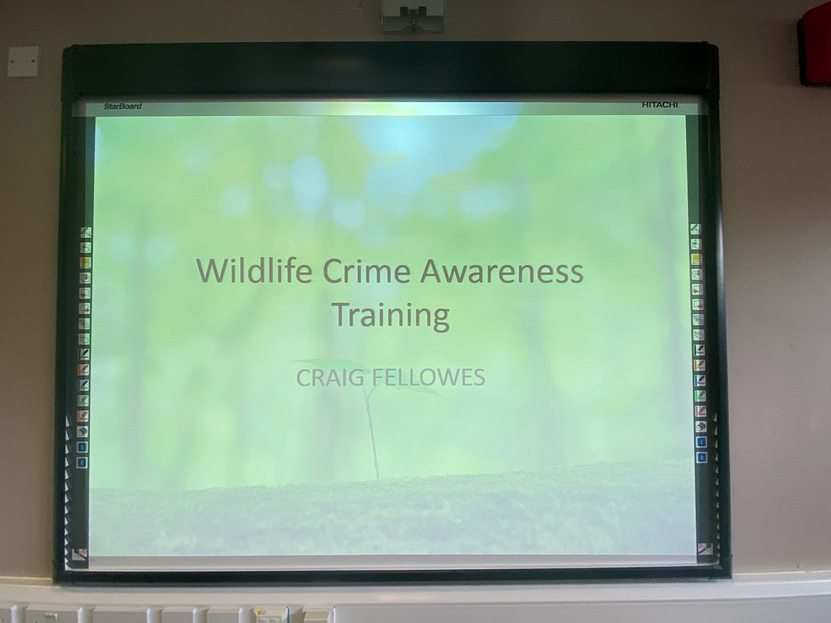 Insp Mark Joynson addressing officers receiving specialist wildlife crime training today from @craig_wildlife as the Unit continues to grow #beatruralcrime 🚜🐑🐎🐄 #protectwildlife 🦢🦔 🦊 🦡 🦅 #shutthegate Know your local wildlife officer, contact details to follow... https://t.co/gSJlXK6GHQ