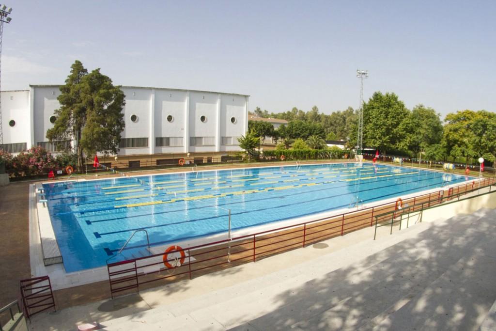 """Ucodeporte informa: """"Reapertura de las instalaciones deportivas de la @Univcordoba gestionadas por @Ucodeporte_  a partir de la próxima semana. La piscina exterior de Rabanales, a partir del lunes 29. Nota informativa completa en nuestra web ⏬ https://t.co/E1HcX34dla https://t.co/9yNpS5vHcv"""
