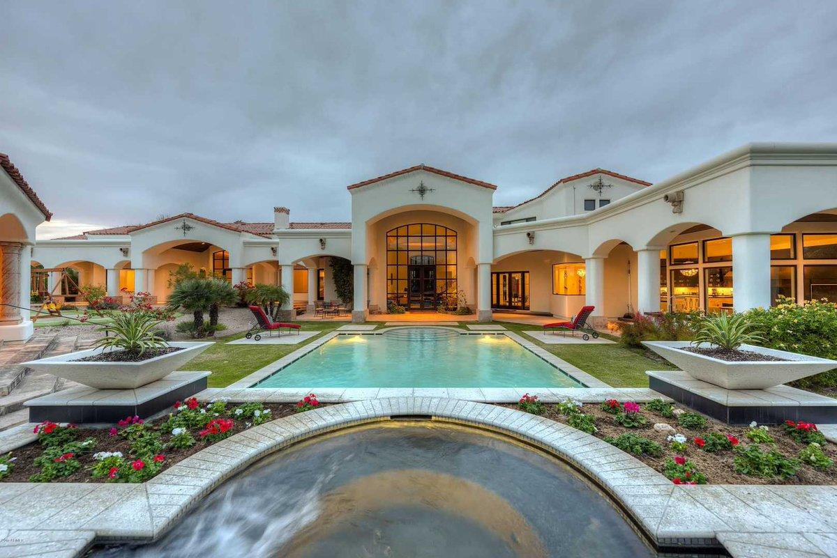 Paradise Valley, Arizona - $5,300,000 USD https://t.co/XMVLBV6uuD https://t.co/XlE3wN2poF