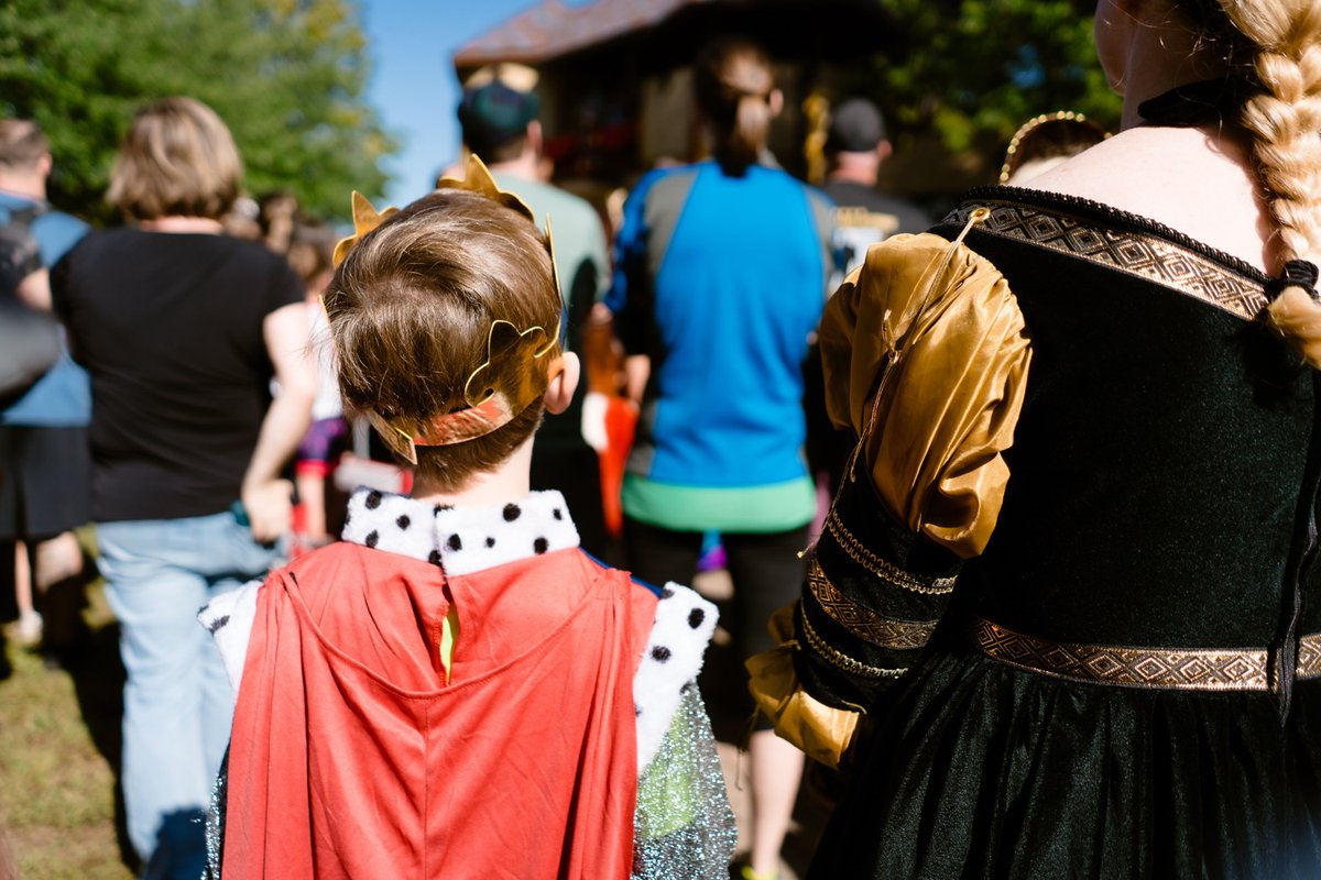 """""""I experimented with only bringing one lens—the Sony 28mm f or 2—and here are a few of my favorite shots around faire on opening day."""" https://www.devonrowland.com/blog/2019/8/24/maryland-renaissance-festival-photos?utm_campaign=meetedgar&utm_medium=social&utm_source=meetedgar.com…  #rennfaire #mdrf #sonyalpha #maryland #nerdpic.twitter.com/oejmjdJORn"""