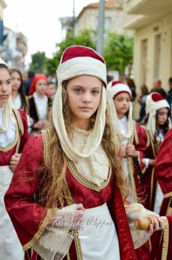 Greek women and men are so beautiful i can't https://t.co/5DVNf5ue8g