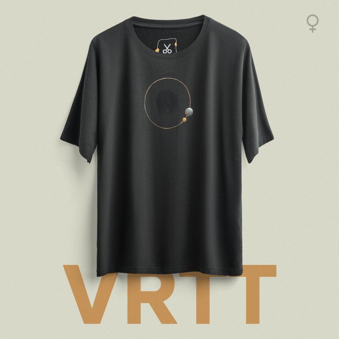 """Yeni Tasarım: VRTT """"Kara deliklerin yörüngesinde yok oluşla dans ediyordu varlığımız."""" https://t.co/ltaCiwTcTc https://t.co/PCxMFbVQUK"""