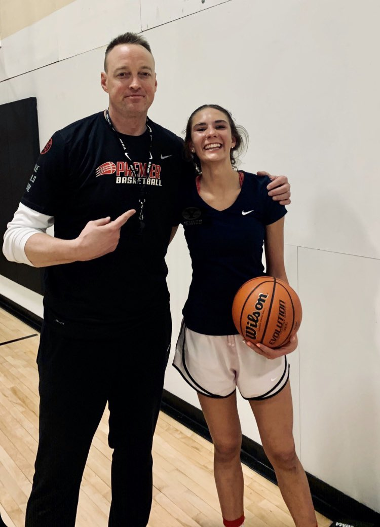 Rumor is this 14 year old girl, Elizabeth Gentry, was the first Premier player to dunk at the new Premier Development Institute with 20 witnesses. 😳 #wearepremier2020 @nikegirlseybl https://t.co/dpz6iQvrzI