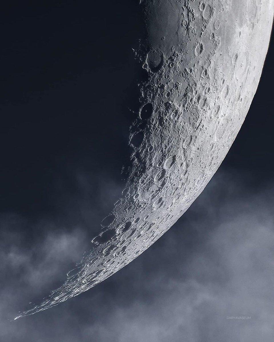 Veja quantos detalhes você pode ver na superfície da lua, você iria para a lua? Marquem os amigos que adorariam ver isso! Crédito de imagem: Darya vaseum. https://t.co/HRxdWPIz1A