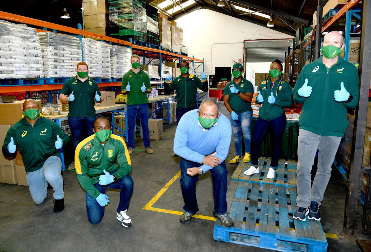 Our very own #Imbokodo captain, @zintlempupha joined the @Springboks crew today to assist in packing food parcels for @FoodForwardSA as part of #StrongerTogether for 32-12 project Full story here: ow.ly/9KvD50Abb73