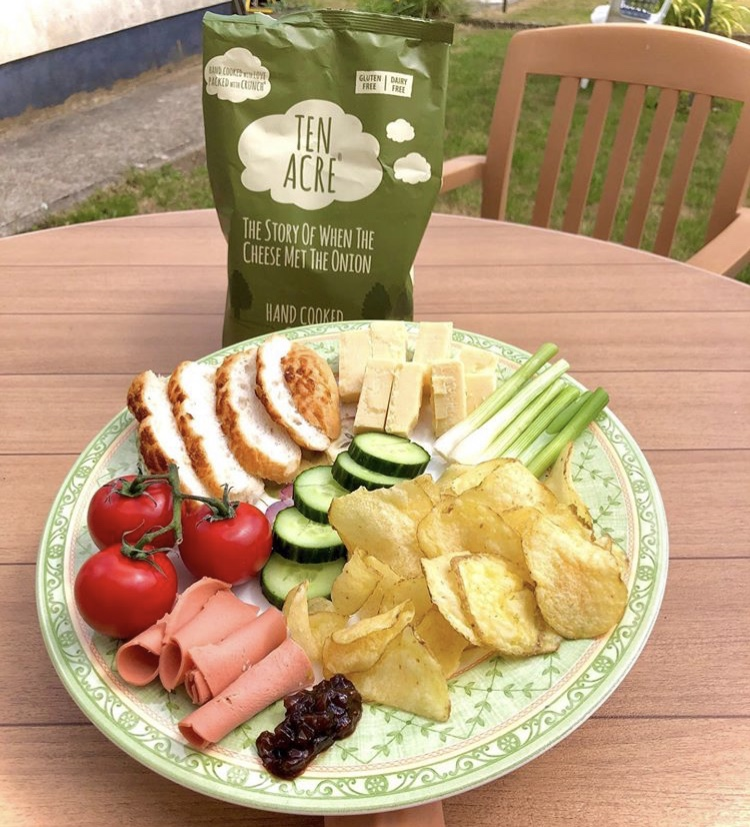 Today is #InternationalPicnicDay! If you are planning to mark the occasion we recommend vegan instagrammer @_sunflowerseeed's vegan take on Ploughmans 😋  #TenAcreCrisps #BecauseEveryoneLovesCrisps #FreeFrom