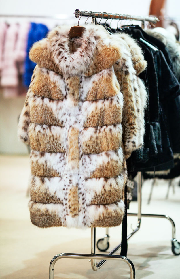 Volumes and textures, postcard from a previous edition  #kastoriainternationalfurfair #kiff #kastoria #kastoriafurcity #todayimwearing #fur #womenswear #vscocam #fashion #archive #styleiswhat #streetstyle #fashioninsta #fashiondaily #exhibition #tradeshow #tradefair #trade #fair https://t.co/lfpXUoFb2t
