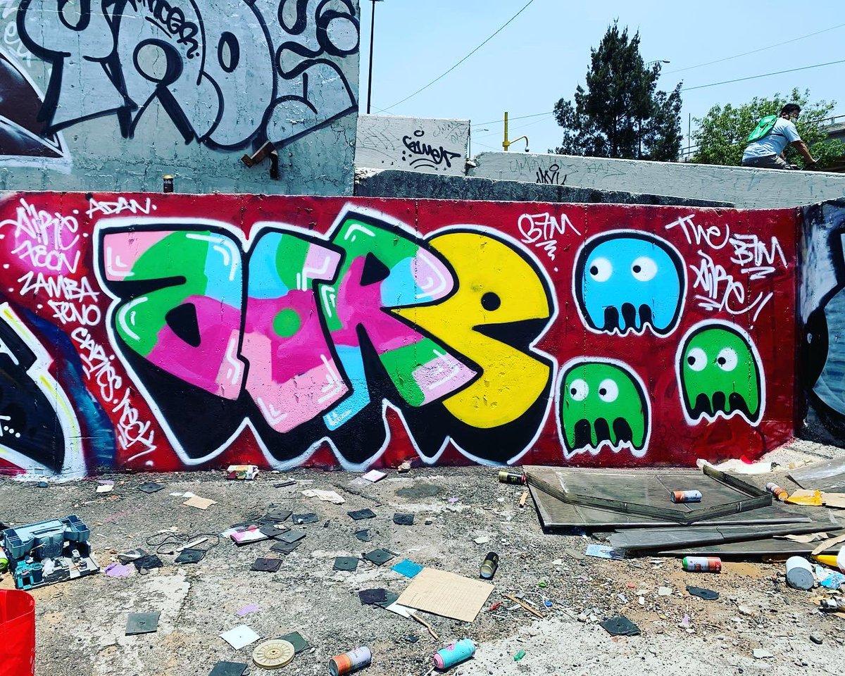 Air bombing Air bombing 2020 #graffiti #graffitiart #graffitimx #graffitimexico #grafittimx #graffitiphotography #graffitiletters #graffitiporn #graffitigers #graffitiwall #graffitigram #graffiti_magazine #graffitibombing #pacmanpic.twitter.com/I2xpg518k6