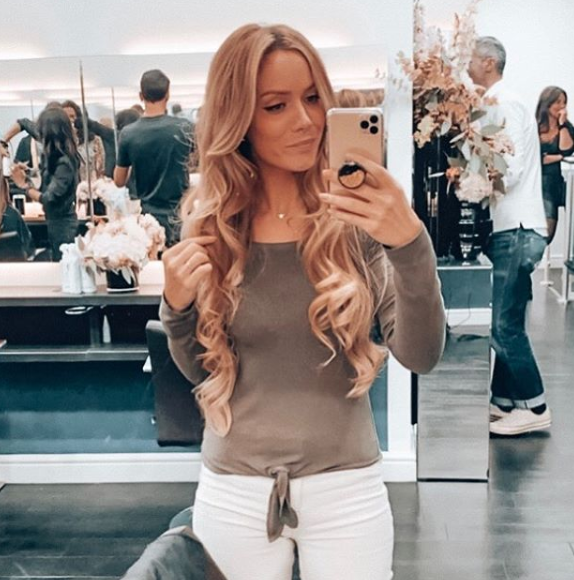 Another #tbt as we count down the days to salons opening in the UK & Ireland 💁🏼♀️ @ShowMeMakeUp has been keeping her hair strong and long using #RedkenExtreme 💙 Discover the range ➡️ https://t.co/cpK7GhApgJ https://t.co/ktIiL9BIcq