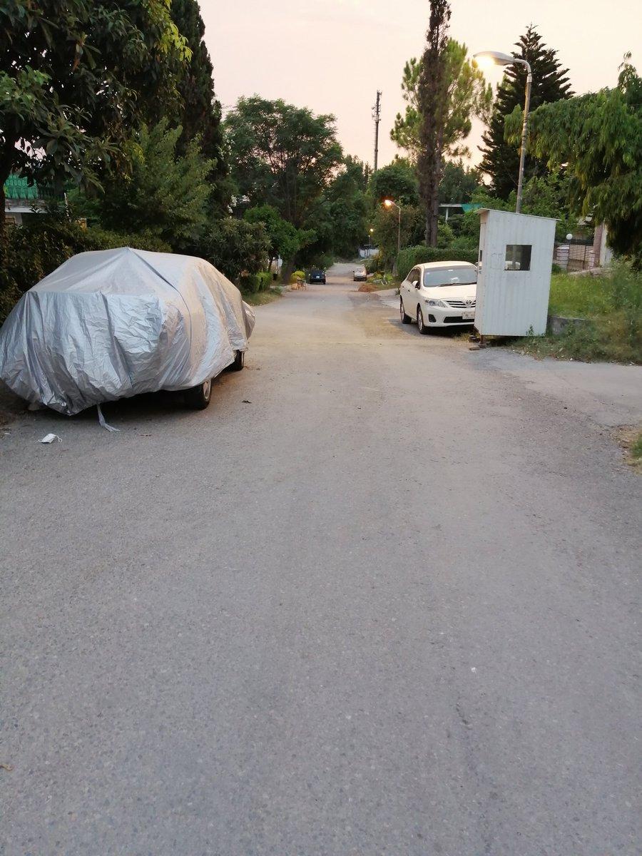 In G-9/3 Islamabad. Feel like walking in Racoon City minus zombies. #CoronaInPakistan #Islamabad https://t.co/5ddJUWFmQp
