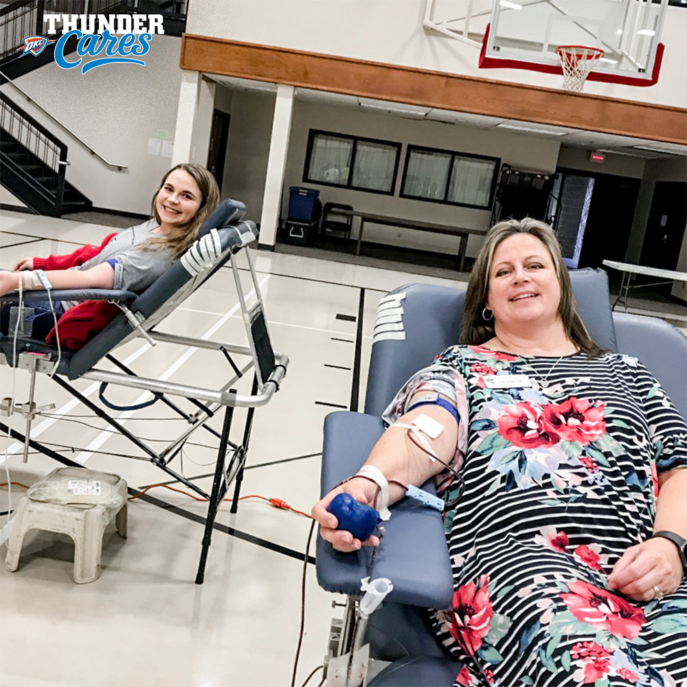 Game Presentation & Entertainment Coordinator Candace Coonrod and her mom spend the afternoon donating blood at @okblood.   More info and how to get involved:  🤝 | https://t.co/dGrht4kWM0 https://t.co/UmiHoSQoce