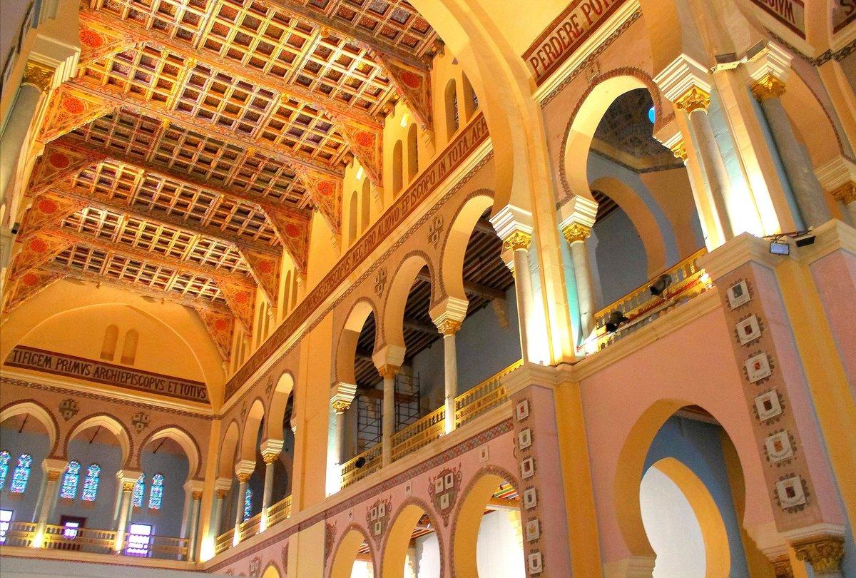 ⬆️ baptistère de l'église de Sbeïtla aménagée dans un ancien temple païen  la plupart des édifices chrétiens de Tunisie actuels ont été érigés au XIXème et XXème siècle, certains offerts aux Français, d'autres édifiés pendant le protectorat.  Cathédrale Saint-Louis de Carthage ⬇️ https://t.co/8zypUH2iqM