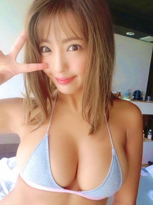 グラビアアイドル橋本梨菜のTwitter自撮りエロ画像2