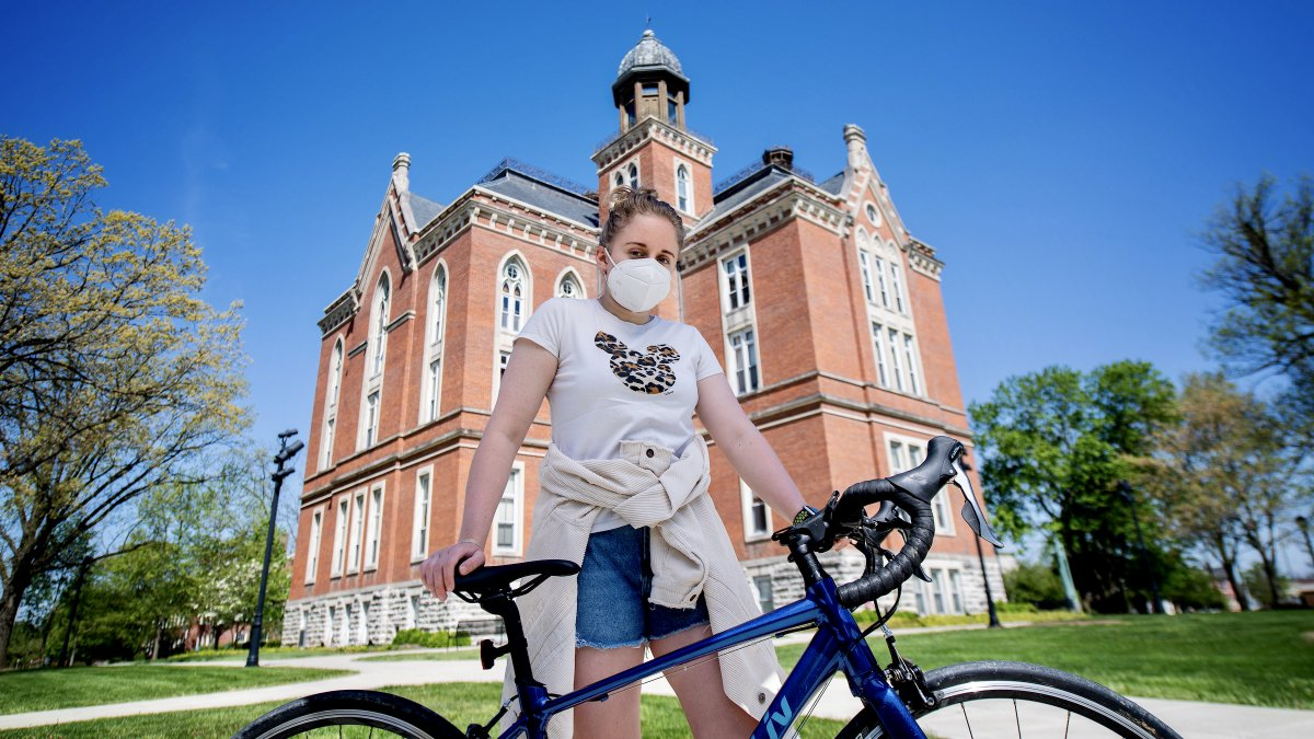 We updated our campus mask policy yesterday. 😷 Learn more about when and where they're required at https://t.co/fYHY3OzZOr https://t.co/cClJCen8Ta