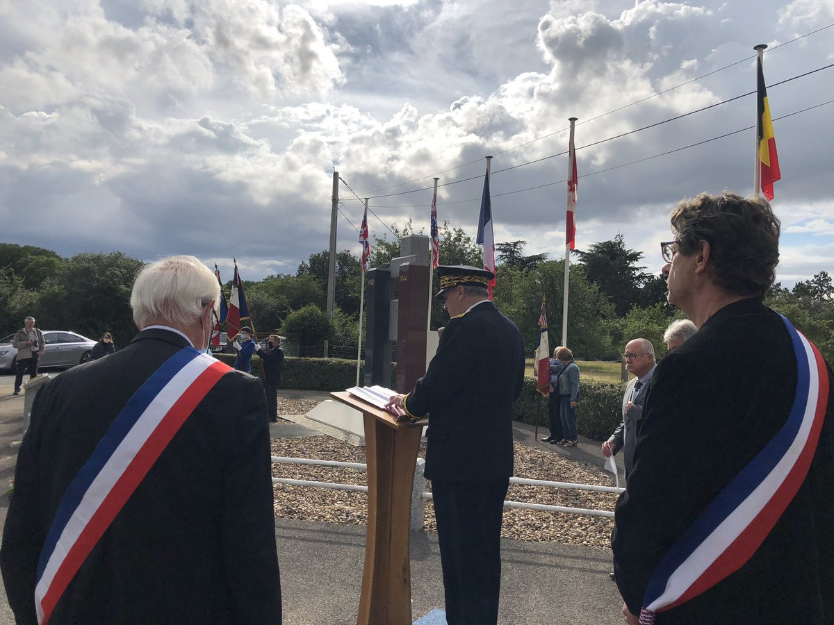 🇫🇷 À l'occasion du 80ème anniversaire de l'#appel du Général de Gaulle, Yves Rousset, préfet de #LoirEtCher, a participé à la cérémonie d'hommage organisée par l'AIMRA (association intercommunale du Mémorial de la Résistance et des Alliés) ce #18juin au Mémorial (Valencisse). https://t.co/EW8PzEq4Xo